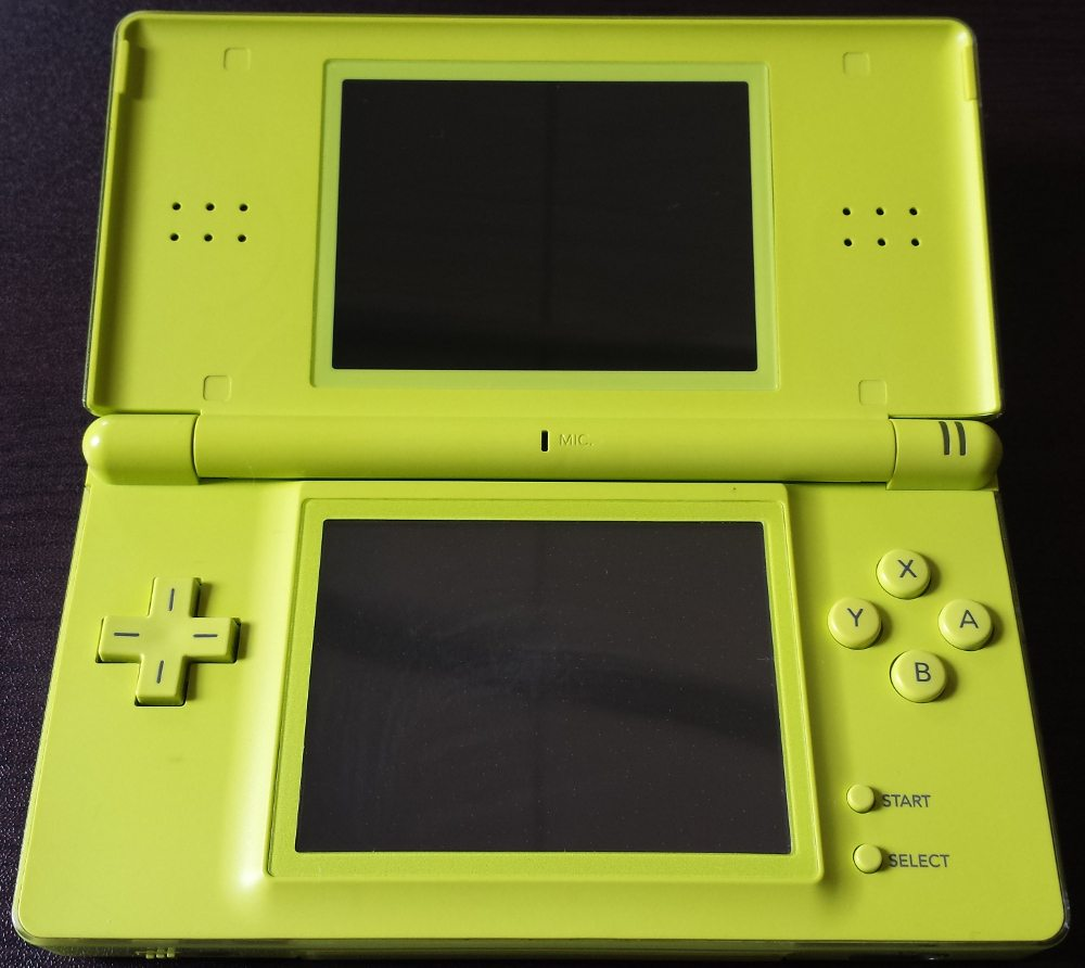 lime green ds lite console original charger case the source. Black Bedroom Furniture Sets. Home Design Ideas